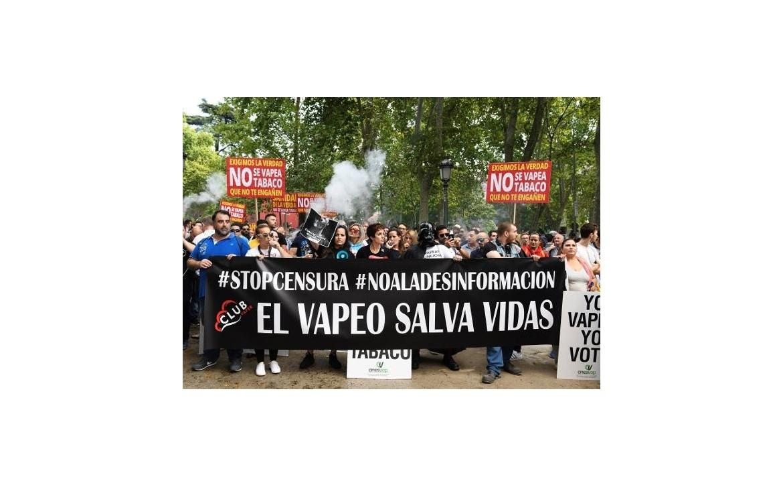 Equiparar el cigarrillo electrónico al convencional provocaría un aumento del número de fumadores